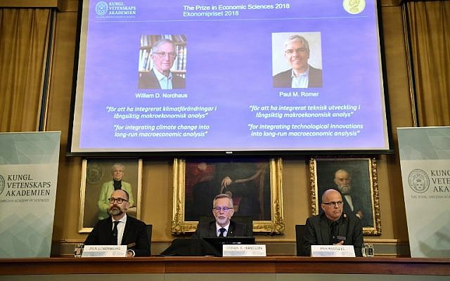 (L-R) Per Stroemberg, Goeran K Hansson and Per Krusell announce the laureates of the Nobel Prize in Economics during a press conference at The Royal Swedish Academy of Sciences in Stockholm on October 8, 2018. (AFP PHOTO / TT News Agency / Henrik MONTGOMERY)