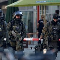 Police special forces at the hostage-taking at the main railway station in Cologne, western Germany, on October 15, 2018. (Oliver Berg / dpa / AFP)