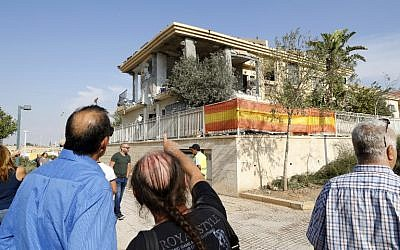 Israelis look at a house in Beersheba that was hit by a rocket fired from the Hamas-run Gaza Strip on October 17, 2018. (Jack Guez/AFP)