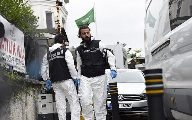 Turkish forensic officers and investigators arrive at the official Istanbul residence of Saudi Arabia's Consul General Mohammad al-Otaibi, on October 17, 2018. (Yasin Akgul/AFP)