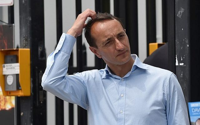 Liberal Party cadidate for Wentworth Dave Sharma (L) waits for voters outside a polling station during the Wentworth by-election in Bondi Beach in Sydney on October 20, 2018 (PETER PARKS / AFP)