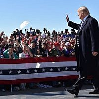 "US President Donald Trump arrives for a ""Make America Great Again"" rally at Elko Regional Airport in Elko, Nevada, October 20, 2018. (Nicholas Kamm / AFP)"