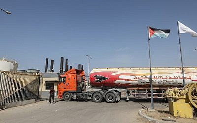 A tanker delivers fuel to the Nuseirat power plant in the Gaza Strip on October 24, 2018. (Mahmud Hams/AFP)