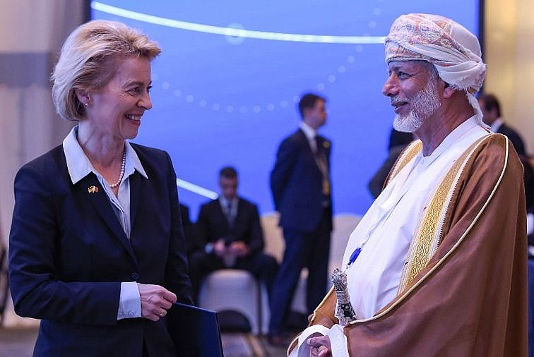 Oman urges acceptance of Israel, says helping in peace talks but not
