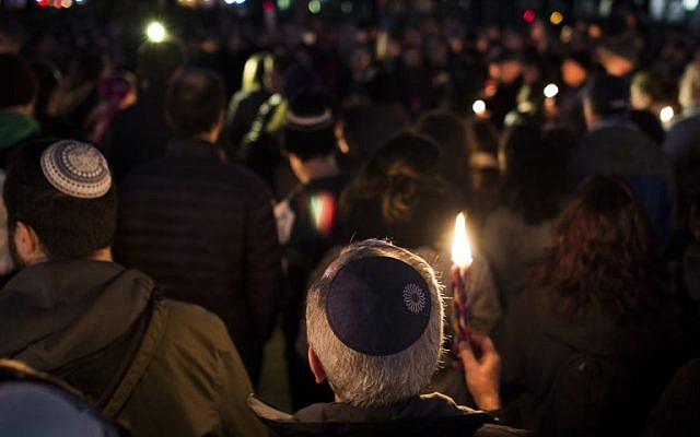 Members and supporters of the Jewish community come together for a candlelight vigil, in remembrance of those killed in the shooting at the Tree of Life Synagogue in Pittsburgh, in front of the White House in Washington, DC, on October 27, 2018. (ANDREW CABALLERO-REYNOLDS / AFP)