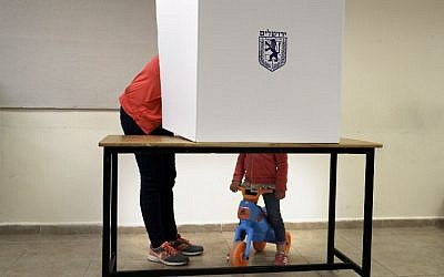 An Israeli woman votes at a polling station in the center of Jerusalem during local elections on October 30, 2018.  (Photo by THOMAS COEX / AFP)