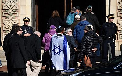 People arrive at the Rodef Shalom Congregation where the funeral for Tree of Life Congregation shooting victims Cecil Rosenthal and David Rosenthal was held October 30, 2018, in Pittsburgh, Pennsylvania. (Brendan Smialowski/AFP)