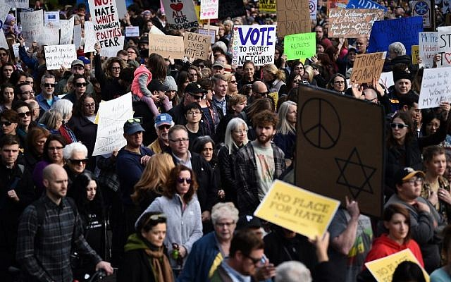 People protest the arrival of US President Donald Trump as he visits the Tree of Life Congregation on October 30, 2018 in Pittsburgh, Pennsylvania. (Photo by Brendan SMIALOWSKI / AFP)