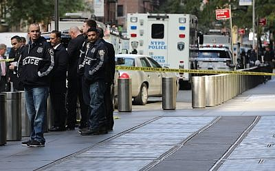 Police gather outside the Time Warner Center after a suspected explosive device was sent to the CNN offices on October 24, 2018, in New York City. (Spencer Platt/Getty Images/AFP)