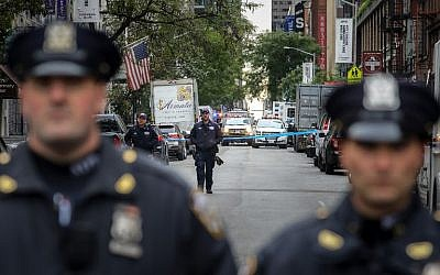 Law enforcement officials respond to a suspicious package at a US Post Office facility at 52nd Street and 8th Avenue in Manhattan, October 26, 2018 in New York City. (Drew Angerer/Getty Images/AFP)