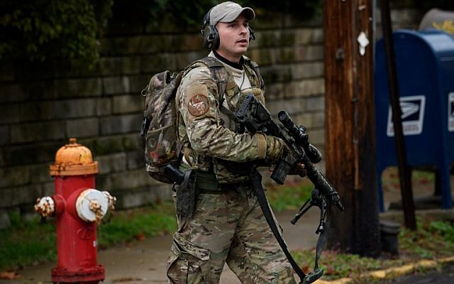 Police rapid response team members respond to the site of a mass shooting at the Tree of Life Synagogue in the Squirrel Hill neighborhood on October 27, 2018 in Pittsburgh, Pennsylvania. (Jeff Swensen/Getty Images/AFP