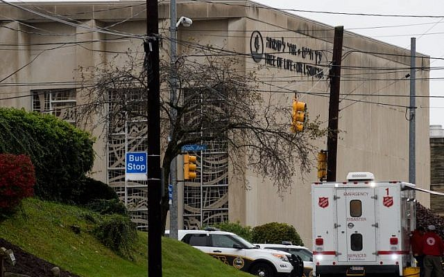 The scene of a mass hooting at the Tree of Life Synagogue in the Squirrel Hill neighborhood on October 27, 2018 in Pittsburgh, Pennsylvania. (Jeff Swensen/Getty Images/AFP)