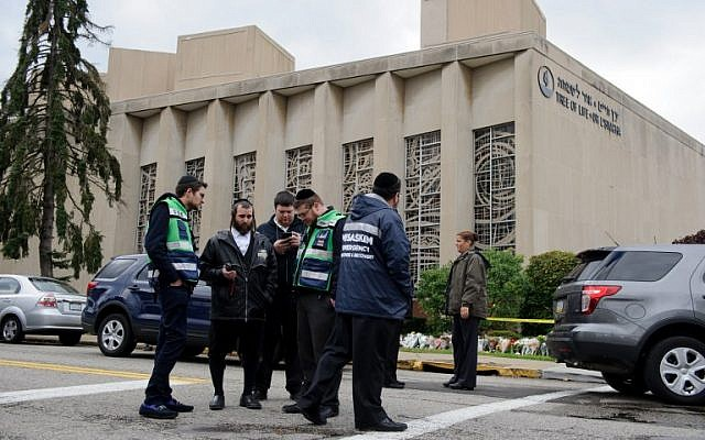 A Jewish emergency crew and police officers at the site of the mass shooting that killed 11 people and wounded 6 at the Tree Of Life Synagogue on October 28, 2018 in Pittsburgh, Pennsylvania. (Jeff Swensen/Getty Images/AFP)