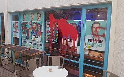 Swastikas discovered daubed on campaign office of Tel Aviv mayoral candidate Asaf Zamir on October 14, 2018. (Rov Hair campaign, courtesy)