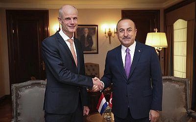 Turkey's Foreign Minister Mevlut Cavusoglu, right, shakes hands with Dutch Foreign Minister Stef Blok, left, prior to their meeting in Ankara, Turkey, October 3, 2018. (Cem Ozdel/Turkish Foreign Ministry via AP, Pool)