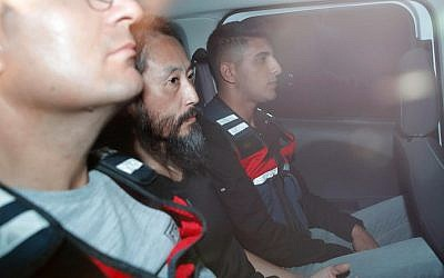 Japanese journalist Jumpei Yasuda, center, is driven out of the immigration center in Antakya, Turkey, October 24, 2018. (Yosuke Mizuno/Kyodo News via AP)
