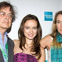 Actress Olivia Wilde and her parents, producer Andrew Cockburn and director Leslie Cockburn , arrive at the premiere of American Casino during the Tribeca Film Festival in New York, Sunday, April 26, 2009. (AP Photo/Charles Sykes)