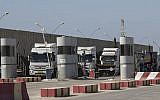Israeli trucks carrying diesel fuel enter the Kerem Shalom crossing on the Israel-Gaza border, October 11, 2018. (AP Photo/Tsafrir Abayov)