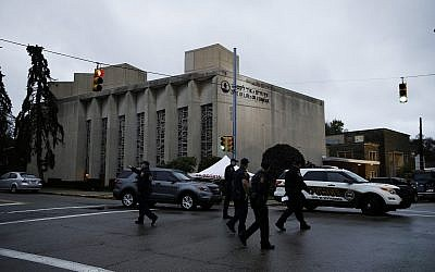Police officers walk outside the Tree of Life synagogue in the aftermath of a deadly shooting yesterday in Pittsburgh, October 28, 2018. (AP Photo/Matt Rourke)