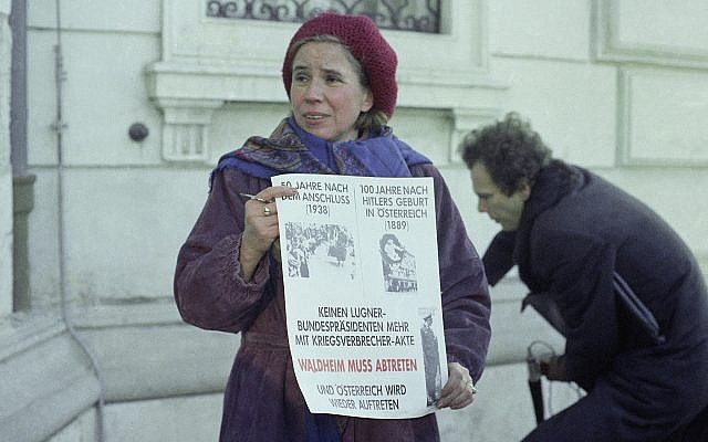 """Nazi hunter Beate Klarsfeld stages a protest against Austrian President Kurt Waldheim in front of his presidential offices in Vienna, Thursday, Dec. 10, 1987. She holds a sign saying in part """"No Liar as President with War Criminal Files."""" (AP Photo/Martha Hermann)"""