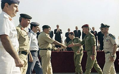 US president Bill Clinton, background, applauds as soldiers from the Jordanian army, left, and the Israeli army move together in a show of goodwill at the conclusion of the Israel/Jordan peace treaty signing ceremony at the Wadi Araba border crossing near Eilat in Israel on October 26, 1994. (AP/Marcy Nighswander)