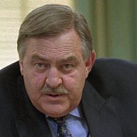 Ex-Foreign Minister Pik Botha at a news conference in Cape Town Wednesday May 15 1996 (AP Photo / Sasa Kralj)