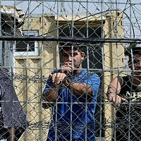 Illustrative: Palestinian security prisoners in Ofer Prison, north of Jerusalem, August 20, 2008. (Moshe Shai/Flash90/File)