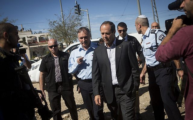 Jerusalem Mayor Nir Barkat, center right, arrives for a tour in the East Jerusalem neighborhoods of Beit Hanina and Shuafat. October 22, 2014. (Miriam Alster/Flash90)