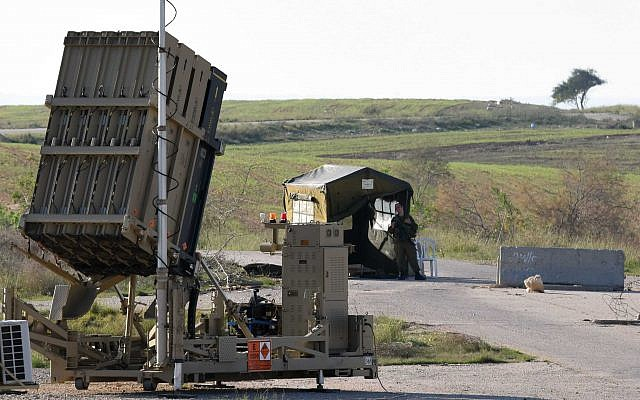 An Iron Dome anti-missile battery is seen near the southern Israeli city of Beersheba on December 27, 2014. (Flash90)