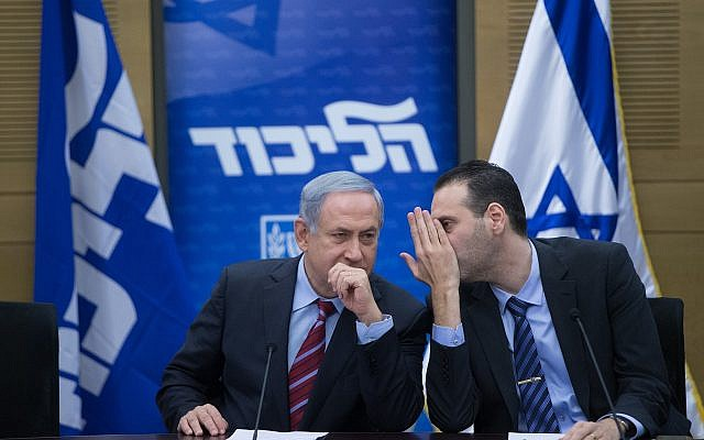 Prime Minister Benjamin Netanyahu, left, speaks with MK Miki Zohar during a Likud faction meeting in the Knesset, January 25, 2016. (Yonatan Sindel/Flash90)