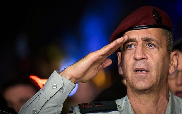 Deputy IDF chief of staff Maj. Gen. Aviv Kochavi salutes during a ceremony at Hakirya base in Tel Aviv, November 3, 2016. (Flash90)