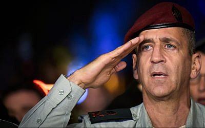Deputy IDF chief of staff Maj. Gen. Aviv Kochavi salutes during a ceremony at Hakirya base in Tel Aviv, November 3, 2016. (Flash90)