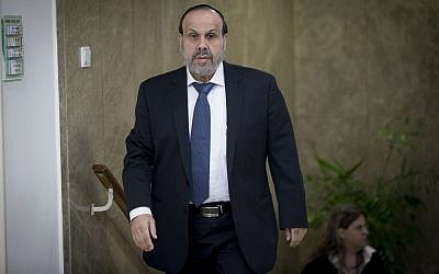 Religious Affairs Minister David Azoulay arrives at the Prime Minister's Office in Jerusalem for the weekly cabinet meeting on December 11, 2016. (Yonatan Sindel/Flash90)
