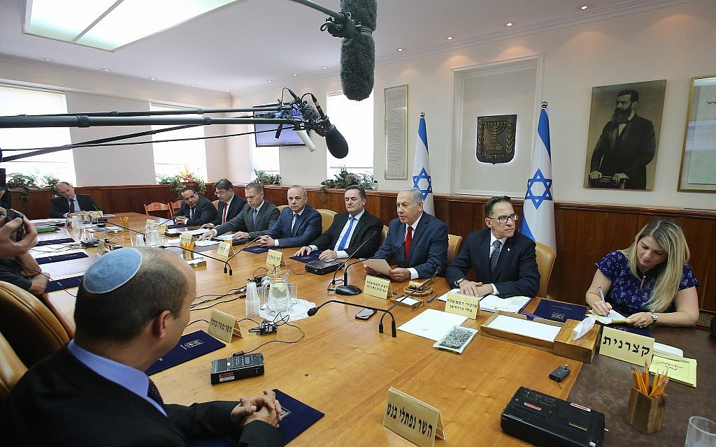Prime Minister Benjamin Netanyahu leads the weekly cabinet meeting at his office in Jerusalem on September 16, 2018. (Marc Israel Sellem/Pool/Flash90)