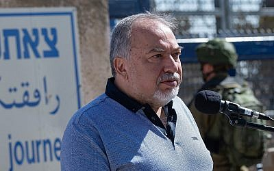 Defense Minister Avigdor Liberman visits at the Quneitra Crossing on the Israeli-Syrian border in the Golan Heights, September 27, 2018. (Basel Awidat/Flash90)