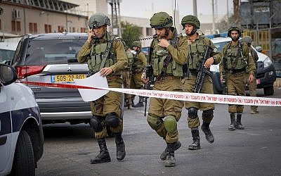 Israeli security forces at the scene of a shooting attack in Barkan industrial zone in the West Bank on October 7, 2018. (Flash90)