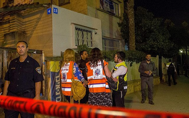 Israeli security forces and medics at the scene where a woman was murdered by her husband at their home in Netanya, October 14, 2018. (Flash90)