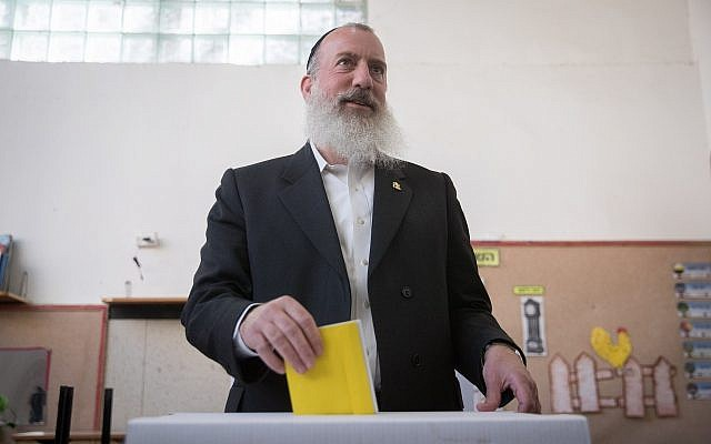 Jerusalem mayoral candidate Yossi Deitch casts his ballot at a voting station on October 30, 2018, in Jerusalem. (Yonatan Sindel/Flash90)