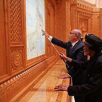 Prime Minister Benjamin Netanyahu (left) with Sultan Qaboos bin Said in Oman on October 26, 2018 (Courtesy)