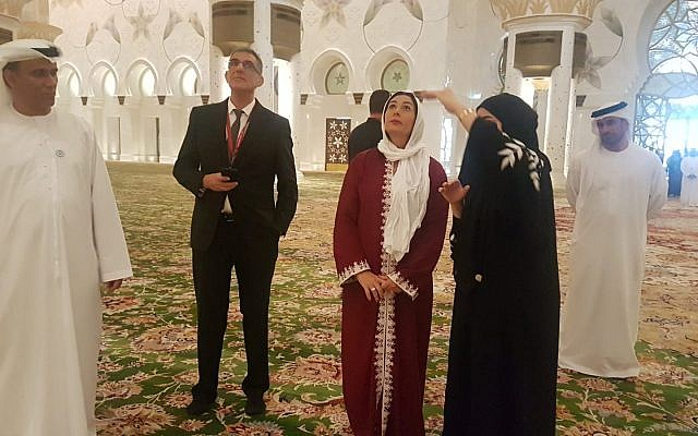 Israel's Culture and Sports Minister Miri Regev, center, visiting the Sheikh Zayed Grand Mosque in Abu Dhabi with UAE officials on October 29, 2018. (Courtesy Chen Kedem Maktoubi)