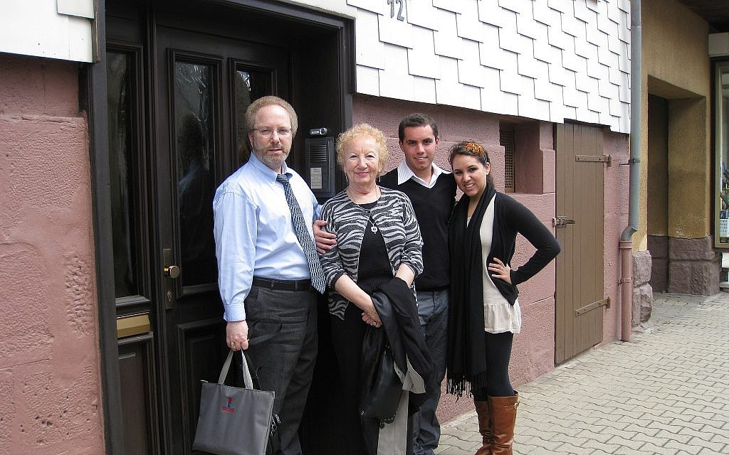 Steve North, left, with mother Bunny North, née Brunhilde Bachenheimer, and her grandchildren -- the author's nephew and niece -- Aviv Gilboa and Talia Gilboa, outside Bunny's childhood home on the Untergasse in Kirchhain in 2009. (Courtesy)