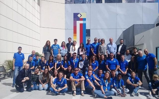 Israel's Youth Olympic team visits the rebuilt headquarters of the AMIA Jeiwsh center in Buenos Aires on October 19, 2018. (Courtesy/Israeli embassy Buenos Aires)