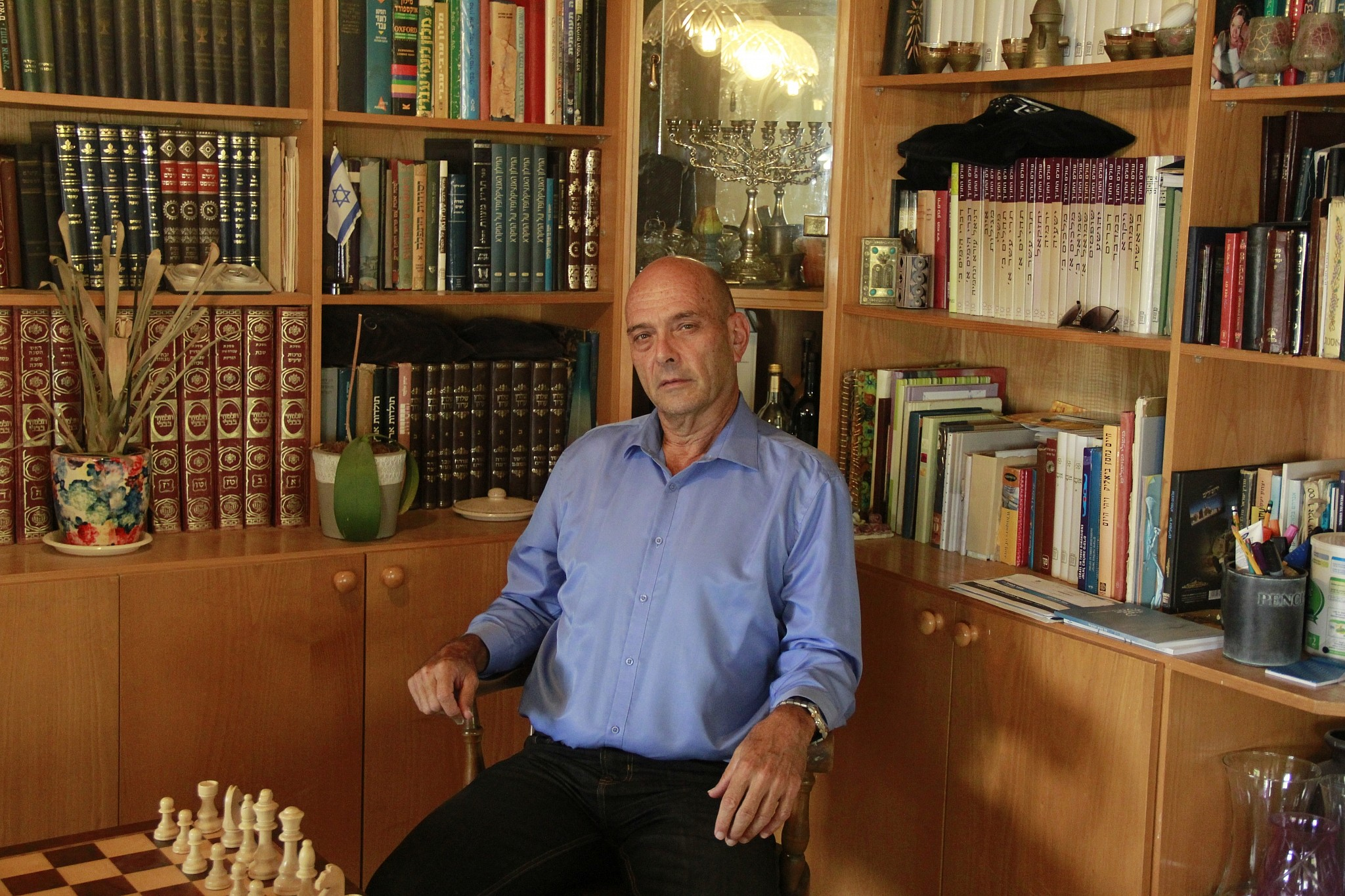 Avi Arieli at home in Kfar Adumim in the West Bank settlement on October 21, 2018. (Jacob Magid/Times of Israel)