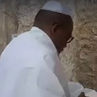 A video said to have been shot on October, 19, 2018, purportedly shows Nigerian separatist leader Nnamdi Kanu praying at the Western Wall in Jerusalem's Old City. (Screen capture: Twitter)