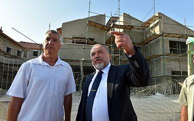 Defense Minister Avigdor Liberman (R) tours the Karnei Shomron settlement on October 2, 2018 with local council chairman Yigal Lahav. (Ariel Hermoni/Defense Ministry)