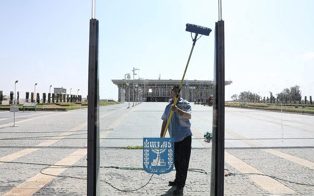 A Knesset worker preparing the parliament for the opening of the winter sitting, October 14, 2018. (Knesset)