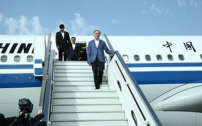 Chinese Vice President Wang Qishan arrives in Israel, October 22, 2018 (Miri Shimonovich)