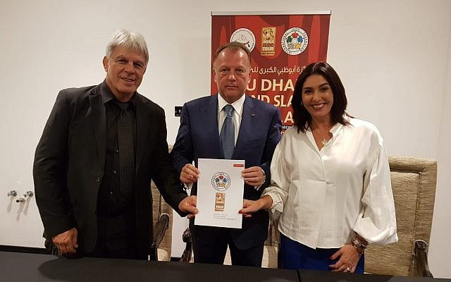 (L-R) Culture Minister Miri Regev, international Judo Federation president Marius Vizel and Israel Judo Association chairman Moshe Ponte sign an agreement for Israel to host a Grand Prix in 2018, October 28, 2018. (Guy Inbar)