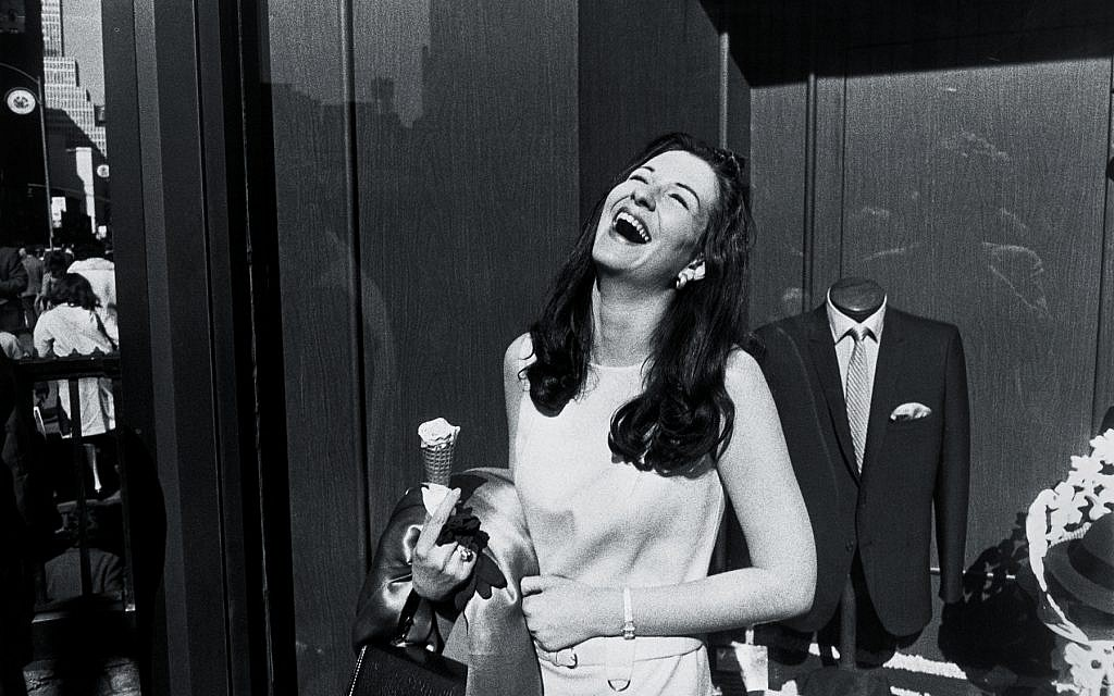 New York, 1968 (Photography Garry Winogrand, Collection Center for Creative Photography, University of Arizona.  © The Estate of Garry Winogrand, courtesy of Fraenkel Gallery, San Francisco)
