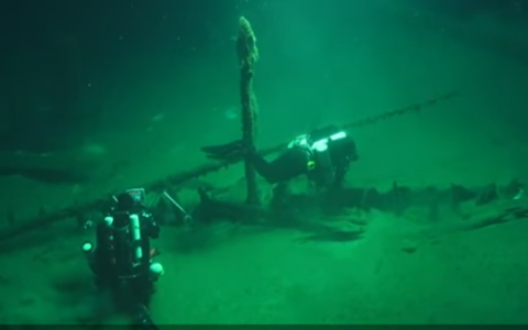 An ancient Greek trading ship dating back more than 2,400 years has been found virtually intact at the bottom of the Black Sea, the world's oldest known shipwreck, researchers said on October 23, 2018 (Screencapture/YouTube).